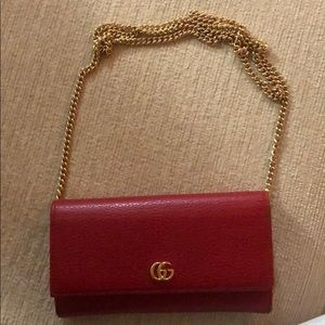 Gucci wallet on the chain